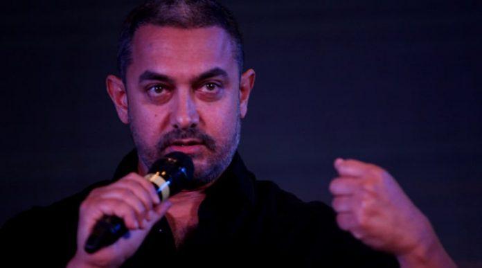 slaps Aamir Khan, Aamir Khan