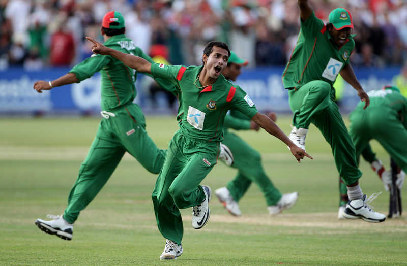 BRISTOL, ENGLAND - JULY 10: Shafiul Islam of Bangladesh celebrates taking the final wicket, that of Jonathan Trott of England to win the match during the 2nd One Day International match between England and Bangladesh at the County Ground on July 10, 2010 in Bristol, England. (Photo by Tom Shaw/Getty Images)