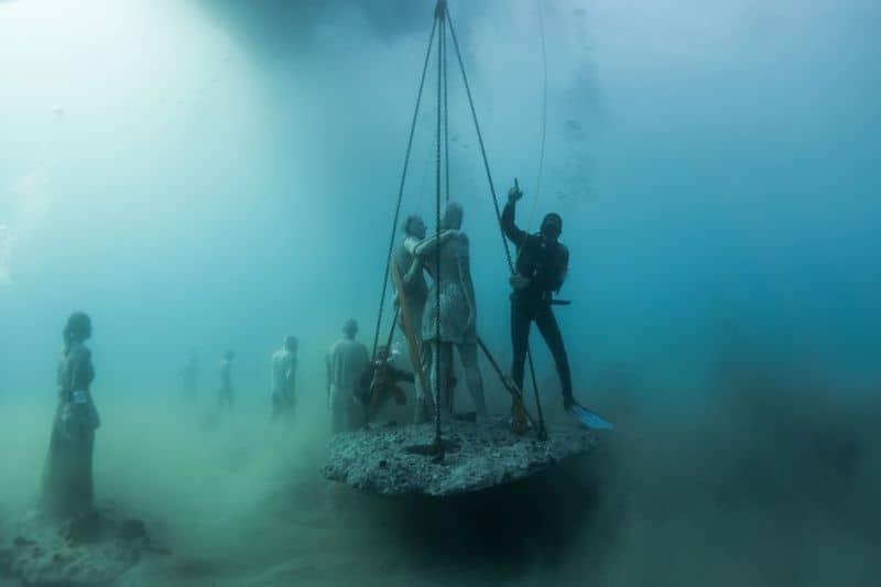breathtaking-underwater-museum-turns-ocean-floor-into-art-gallery-and-doubles-as-artificial-ree-14__880