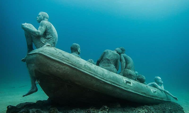 breathtaking-underwater-museum-turns-ocean-floor-into-art-gallery-and-doubles-as-artificial-ree-3__880