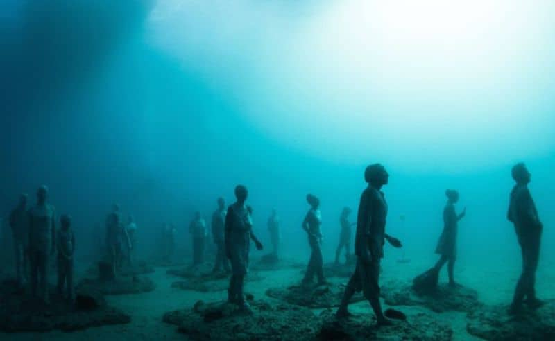breathtaking-underwater-museum-turns-ocean-floor-into-art-gallery-and-doubles-as-artificial-ree-8__880