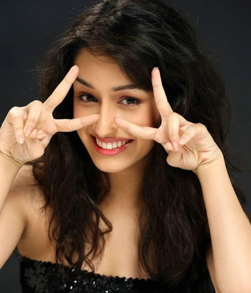 shraddha-kapoor-sweet-smile
