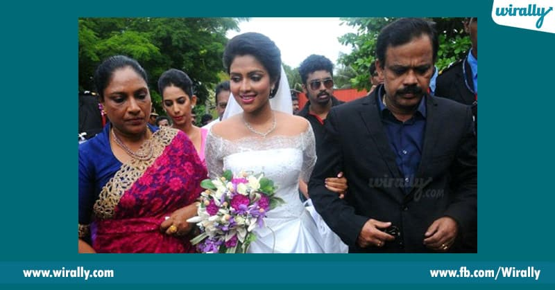 amala paul with his mother