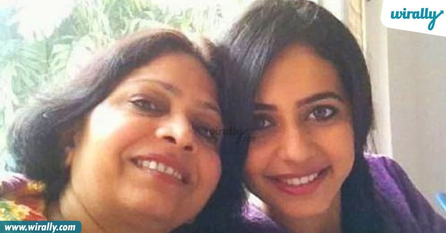 11tollywood-celebs-with-their-mothers