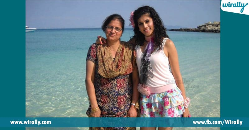 tapsee with his mother