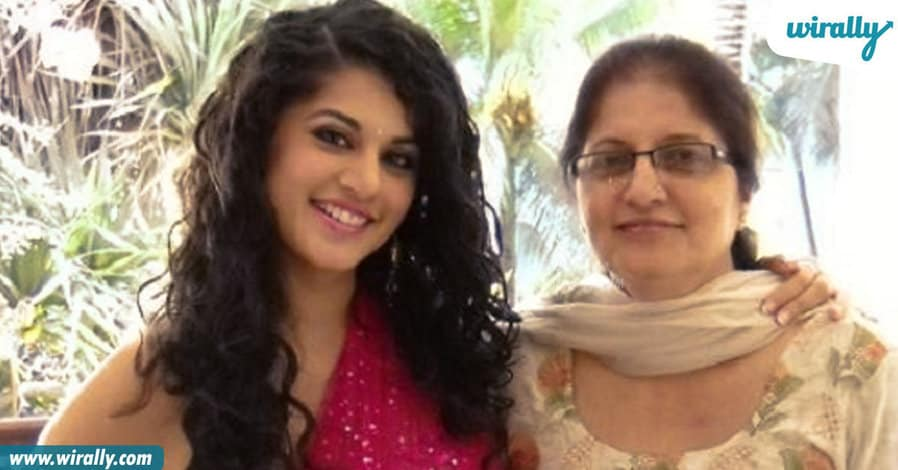 6tollywood-celebs-with-their-mothers