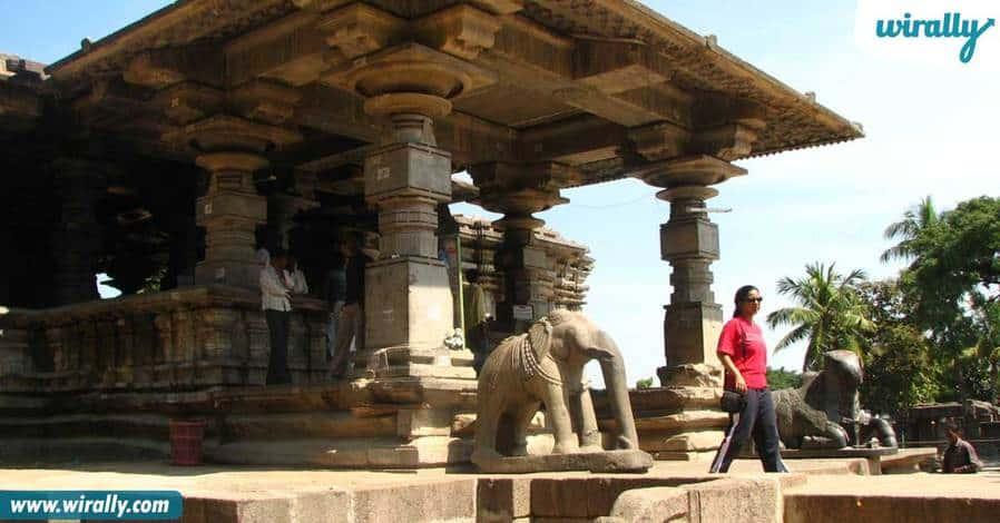 7-1000-richly-carved-pillars