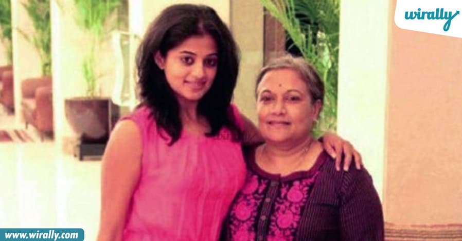 8tollywood-celebs-with-their-mothers