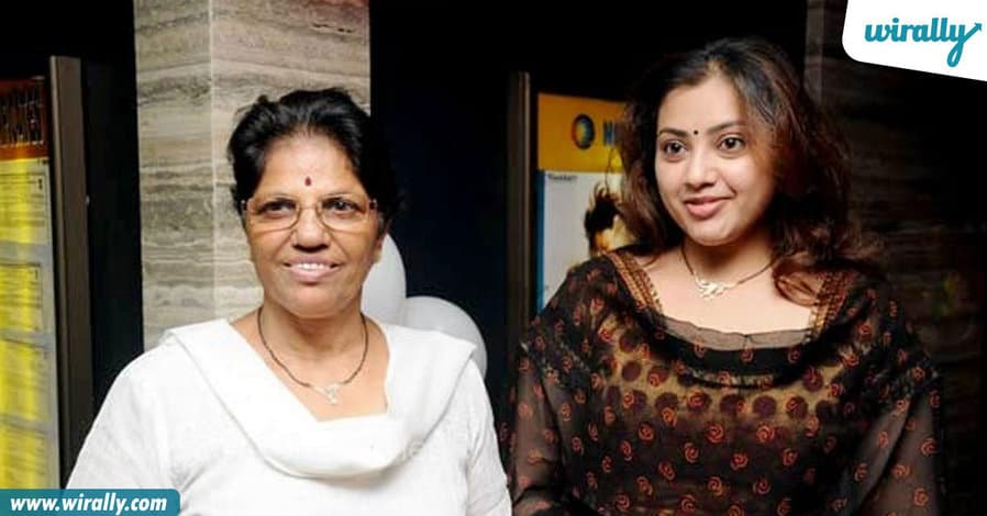9tollywood-celebs-with-their-mothers