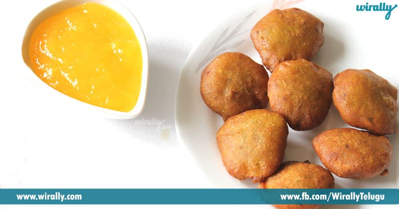 9.-Mango-juice-and-bajjilu