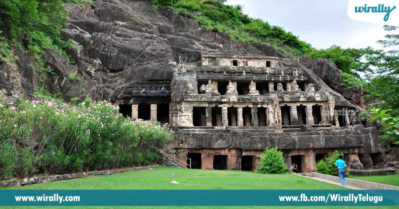 10-Undavalli-Caves