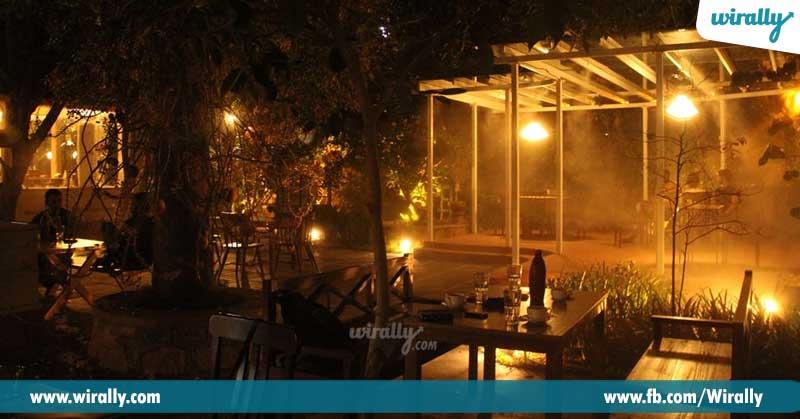 5-Autumn-Leaf-Cafe