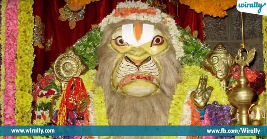 6 narasimhaswami chenchulakshmini penavesukoni eka shila rupamlo velasina alayam