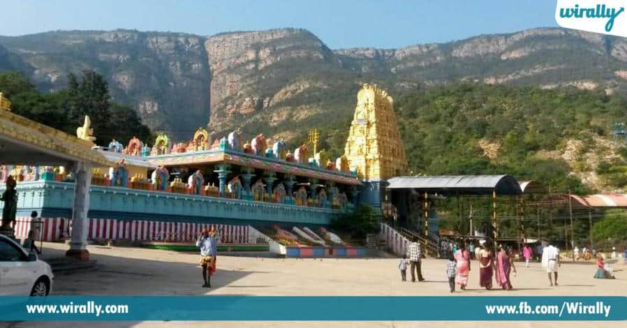 8 narasimhaswami chenchulakshmini penavesukoni eka shila rupamlo velasina alayam