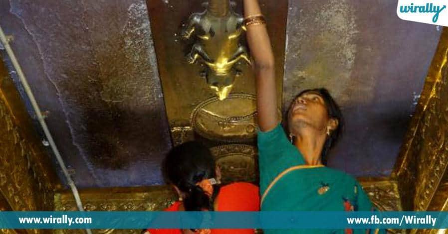6 bangaru vendi ballulu kaligina deshamlone rendava athipedda vigraham unna alayam
