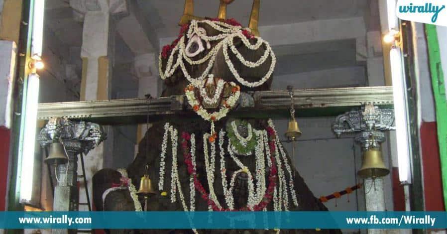 6 eddula kondapaina velasina vrushabhachaleshwarudi alayam