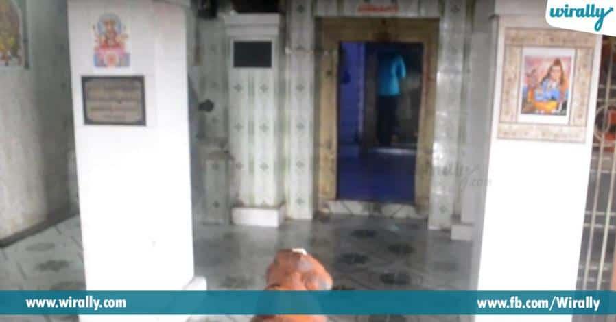 4 swamivari sannidhilo samvacharam poduguna ninduga unde pavitra jalshyam