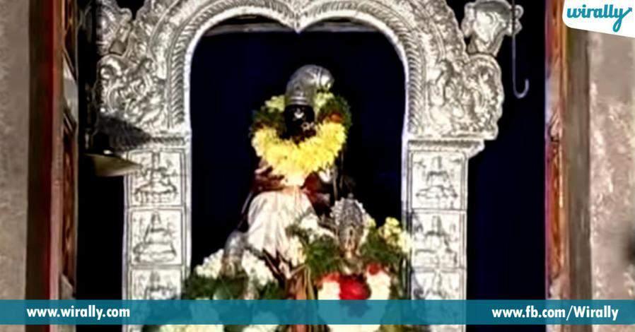 4 varahaswami narasimhaswami iddaru okechota darshanam eche padamati simhachalam