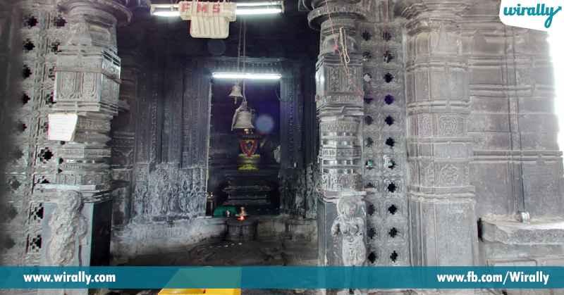 Veyyi Sthambala Gudi