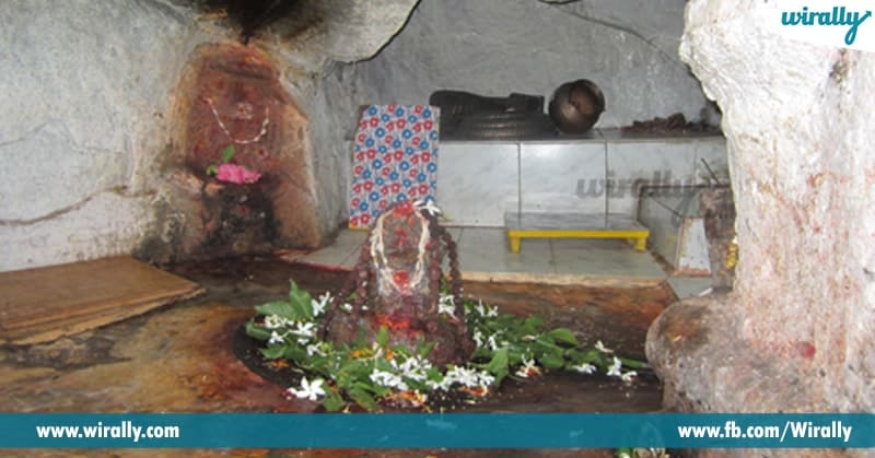 Ganga Do Abhishekam To Shiva Linga