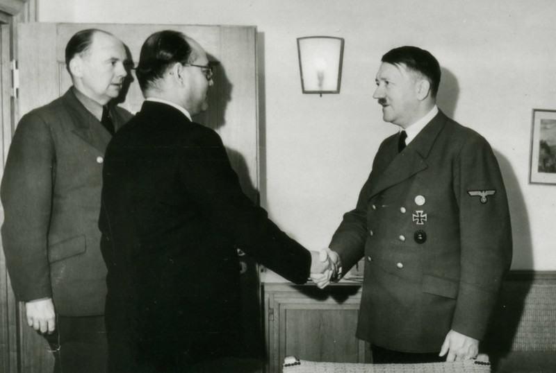 14. Subhash Chandra Bose meeting with Hitler