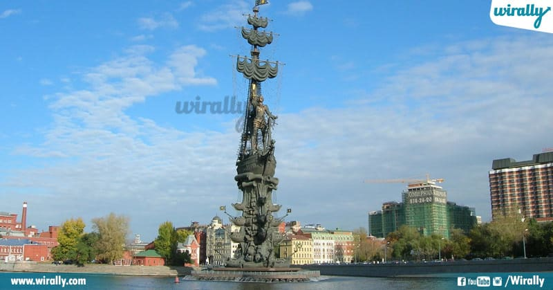 7 - Peter the Great Statue