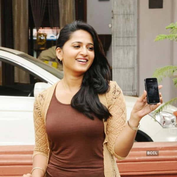 Anushka-Shetty-in-a-still-from-the-Tamil-movie-Singam-2