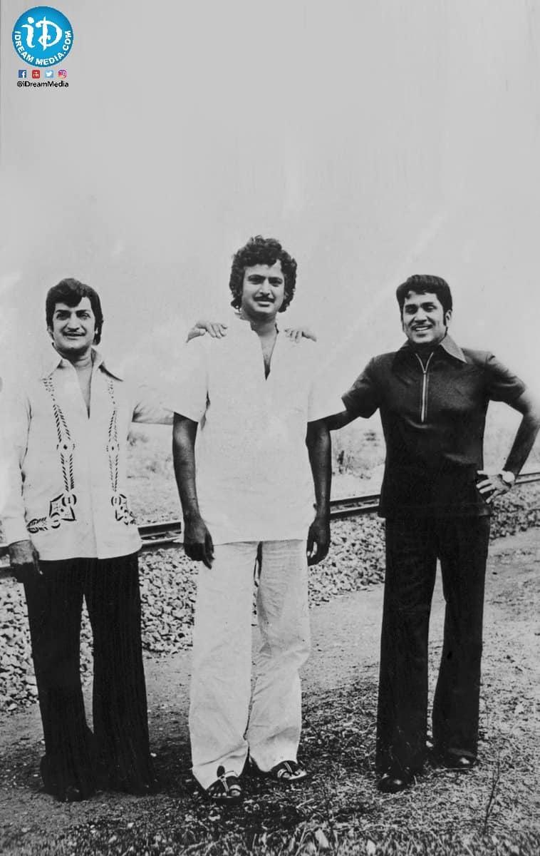 15. NTR Mohan Babu and ANR pose during shooting