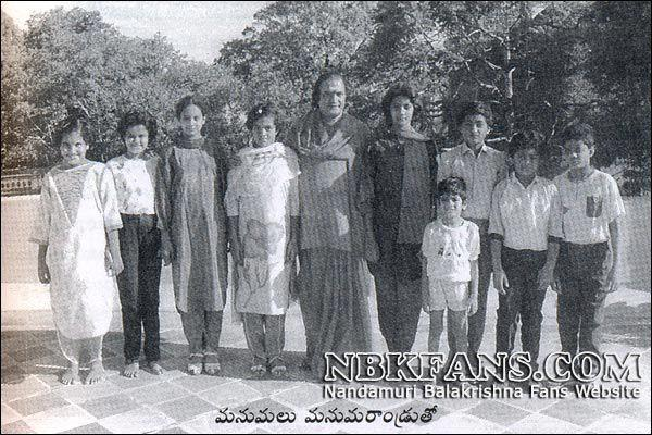 17. NTR withi his Grand sons and daughters