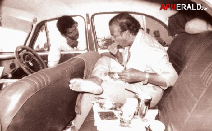 27. NTR eating in car during TDP campaign times
