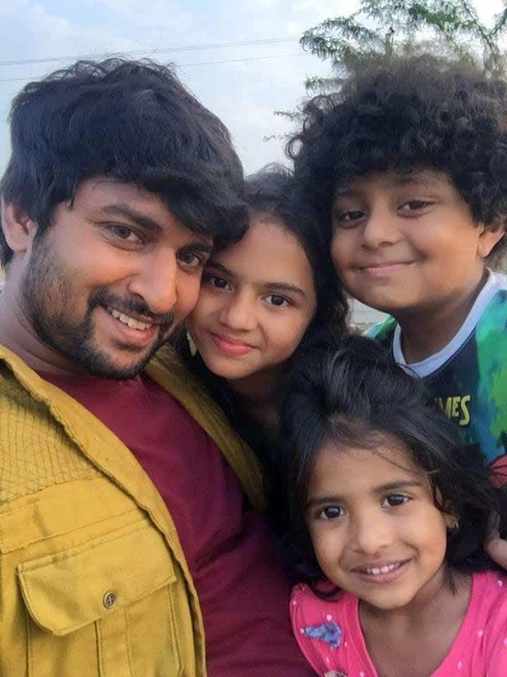 16. Nani adorable selfie with Krishnagadi Veera Premagadha Kiddos