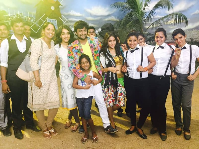 35. Nani with his family on the sets of Bhale Bhale Magadivoy