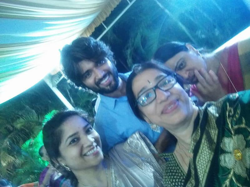 45. Vijay Deverakonda rare pic with relatives