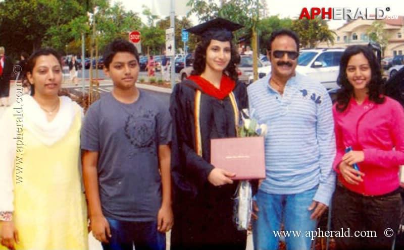 34. Rare family pic of Balakrishna
