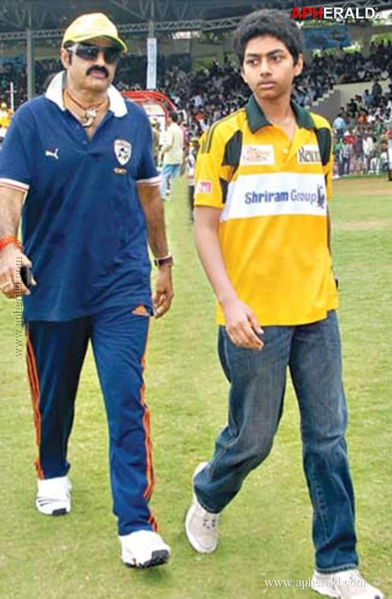 35. Balakrishna rare pic with his Son Mokshagna during Tollywood cricket league