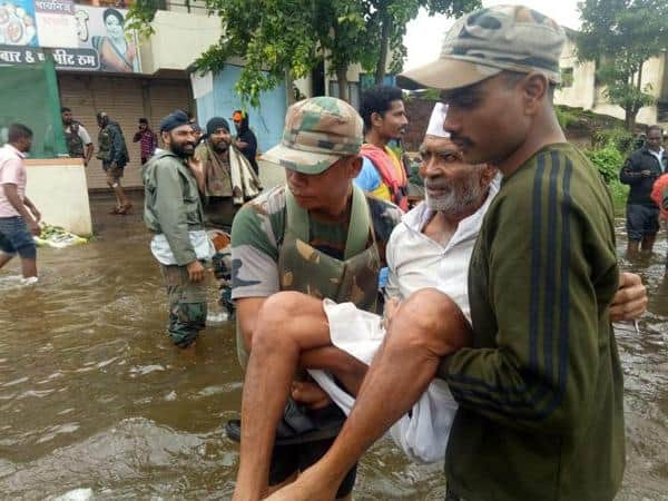 8. Indian Army at Maharastra Floods