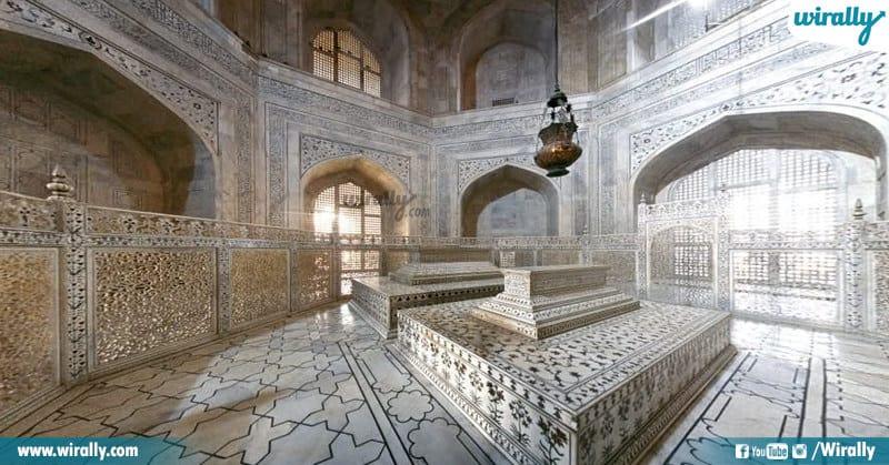 Taj Mahal Graves