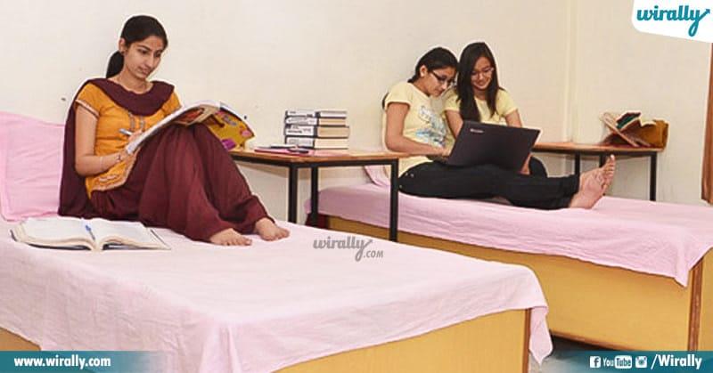 5 Girls Hostel