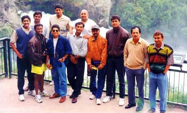 31. Rare Pic Of Sachin With Old Indian Cricket Team