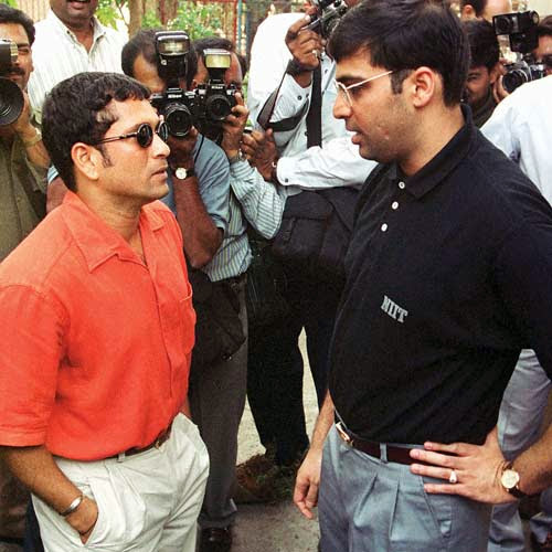 39. Rare Pic Of Sachin With Chess Player Viswanathan Anand