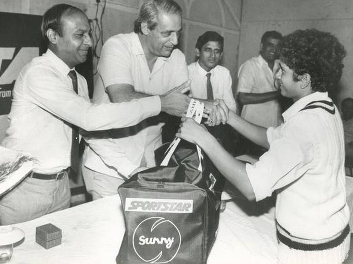 7. Rare Pic Of Sachin Tendulkar Receiving A Cricket Kit