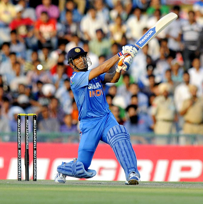 3. Dhoni Helicpter Shot