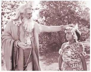 4. Jr. Ntr Rare With Sr Ntr During 'brahmarshi Vishwamitra' Shoot For The First Time