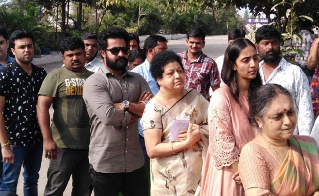 51. Jr Ntr Casting His Vote With Mother And Wife Lakshmi Pranathi