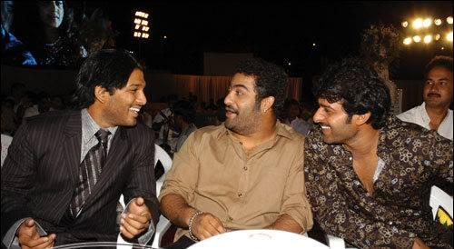 59. Jr Ntr Rare Pic With Allu Arjun And Prabhas