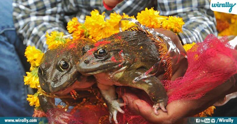 10 Bizzare Traditions Of India