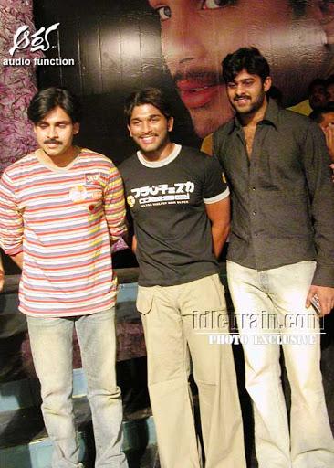 14. Rare Pic Of Pawan Kalyan, Allu Arjun & Prabhas From Arya Movie Event