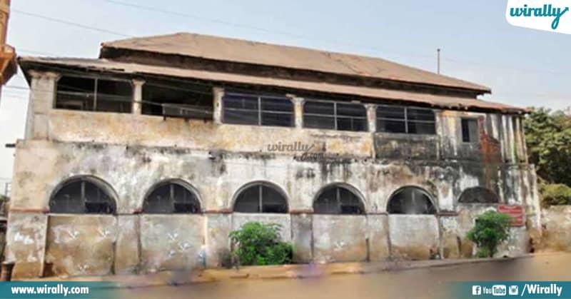 2 Queen Mary School