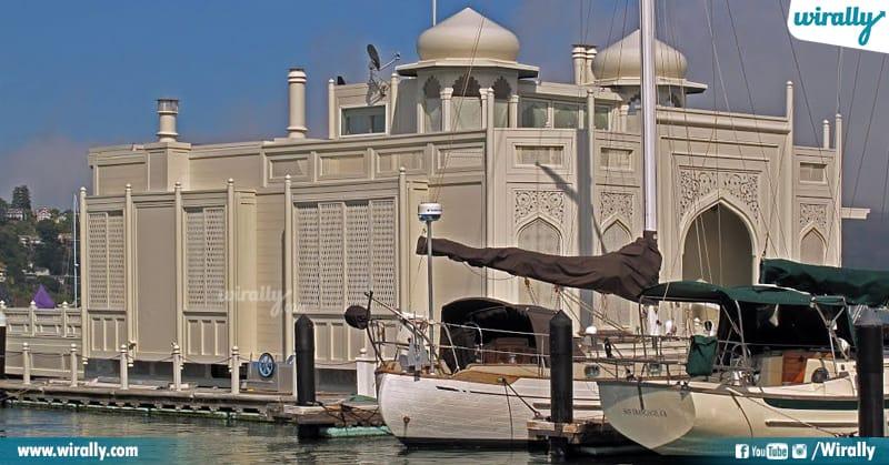 6 Houseboat