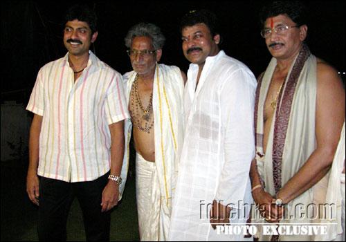 6. Jagapthi Babu With His Father, Chiru And Murali Mohan
